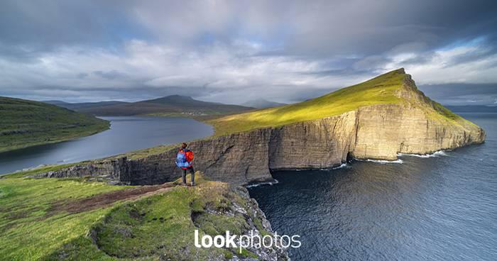 Blogcover-Lookphotos_71341355_Rock_formation_at_Leitisvatn__Faroe_Islands-Franz Sußbauer.jpg