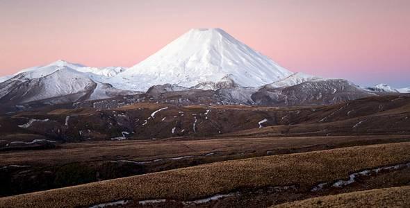 lookphotos-71338652-Mount-Ngauruhoe-Neuseeland-Salome-Weber.jpg