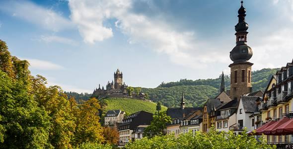 Ausblick_auf_Cochem_mit_Reichsburg_Cochem_an_der_Mosel_Mosel_Rheinland_Pfalz_Deutschland